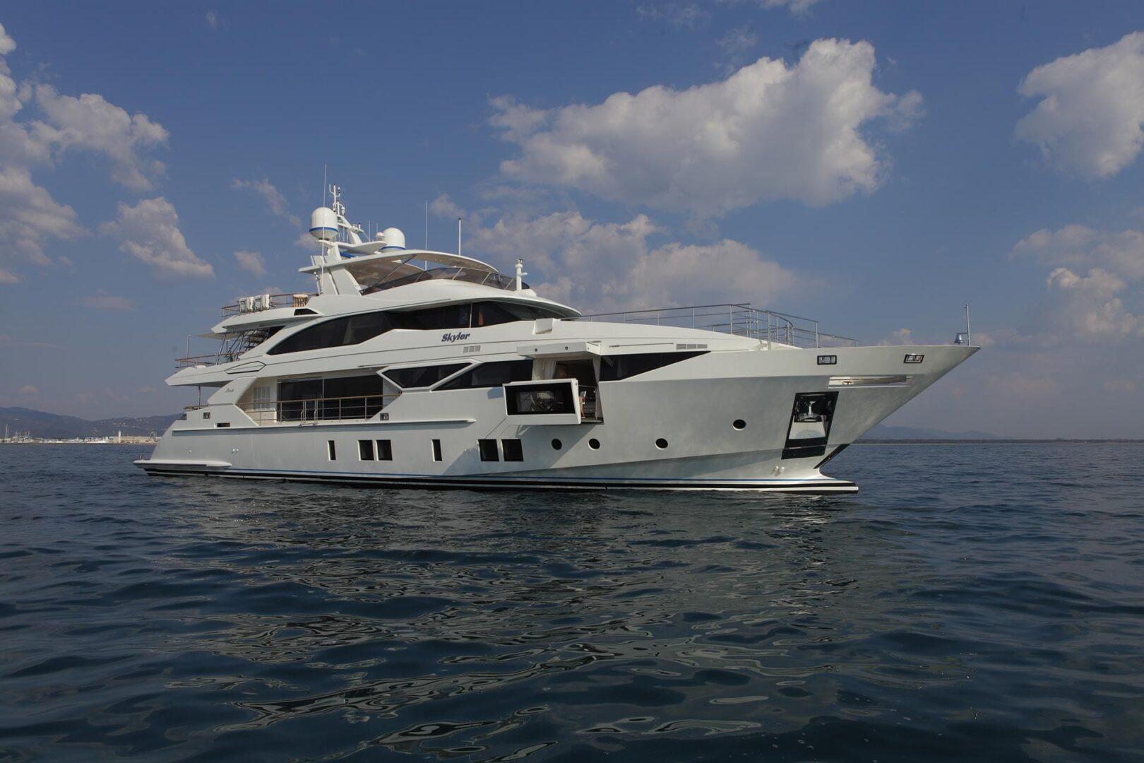 Роскошная чартерная мега яхта Benetti Fast 125