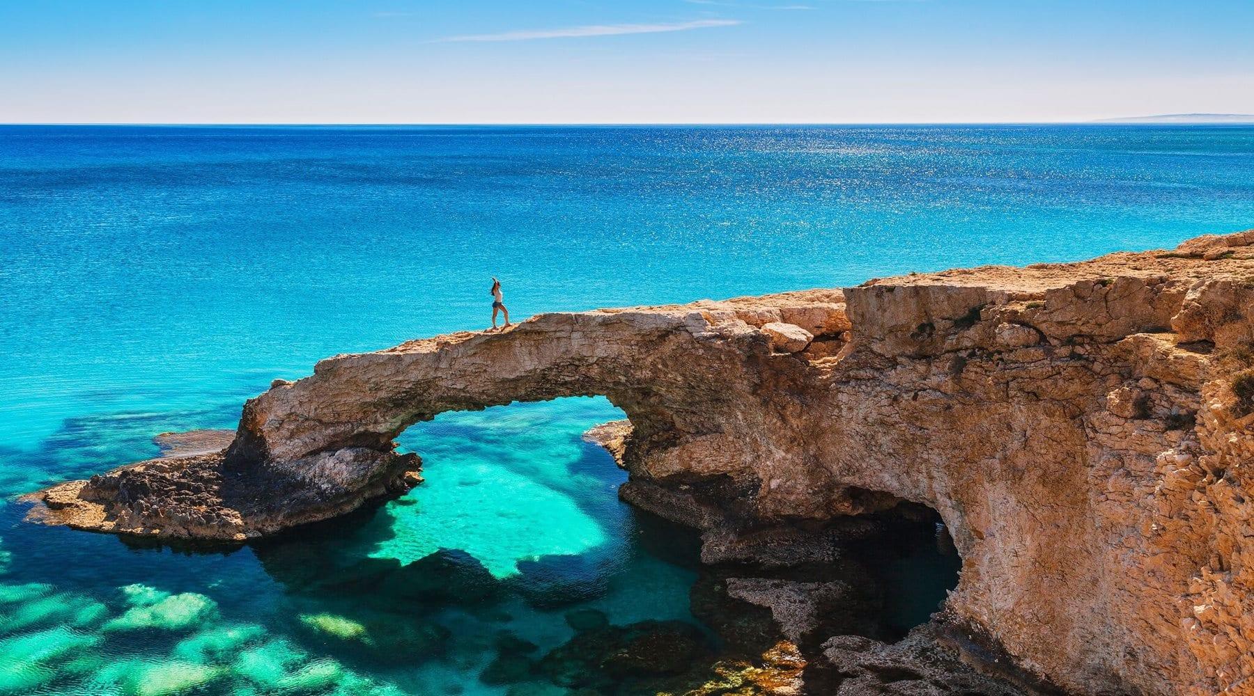 Море и мега яхты на Кипре в Лимассоле