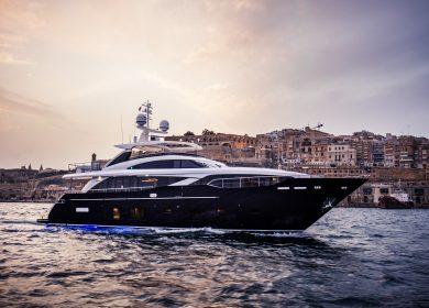Большая роскошная суперяхта Принцесс в Монако