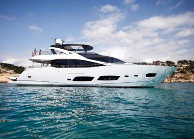 Яхта класса люкс SUNSEEKER на Средиземном море