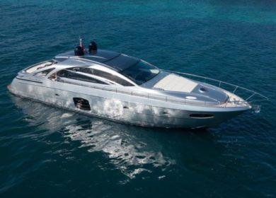 Чартерная роскошная супер яхта Першинг 21 метр