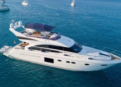Элитная чартерная яхта Princess 85S в Сен Тропе