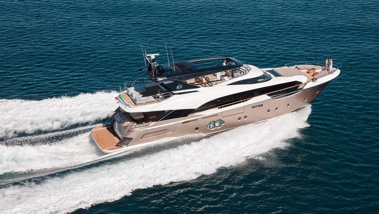 Дорогая большая яхта MCY 96 от Монте Карло Яхтс