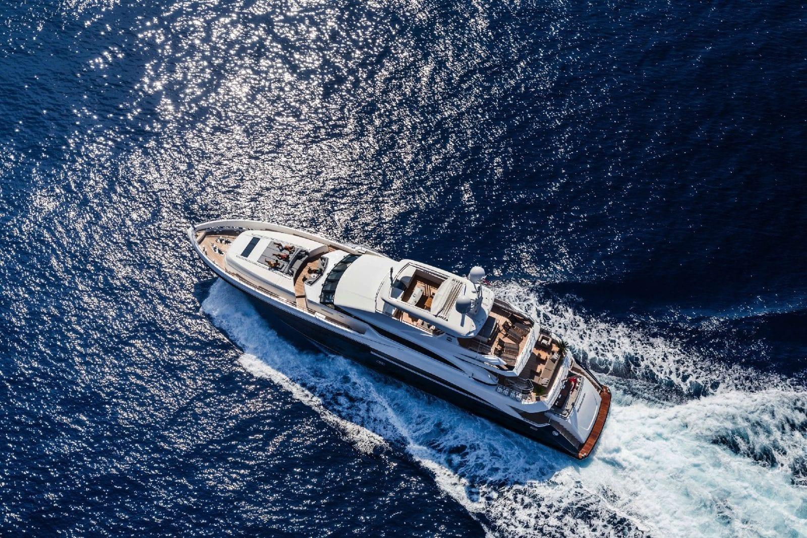 Шикарная чартерная мега яхта Солярис от Princess 40 M