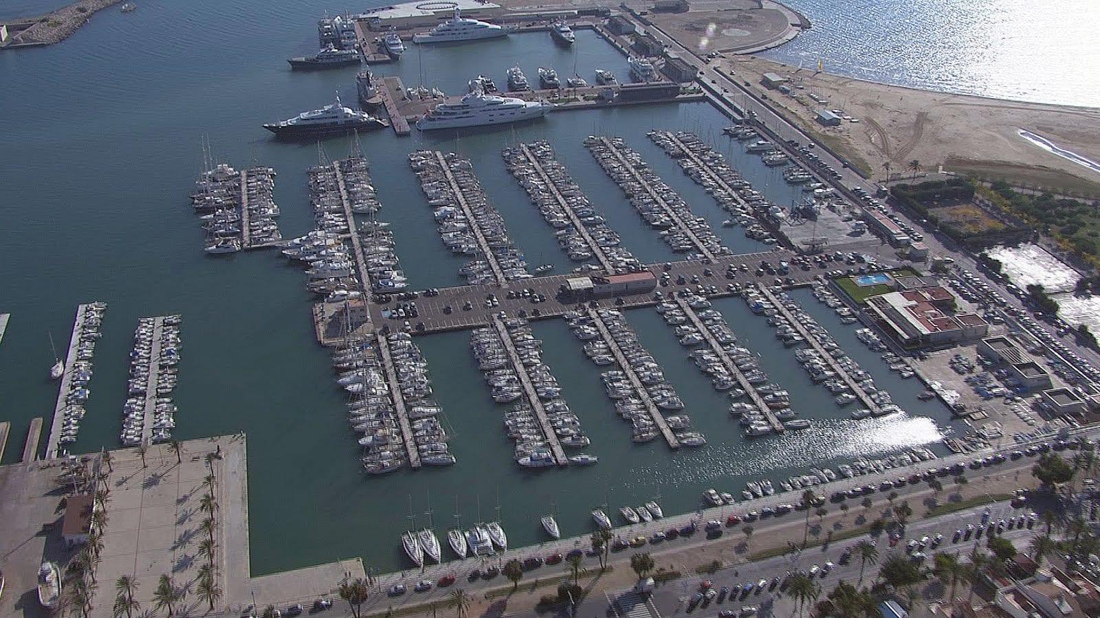 Вилланова Гранд Марина для стоянки мега яхт в Барселоне
