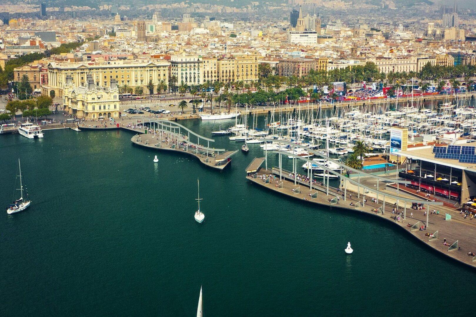 Большие дорогие Вип яхты в Барселоне