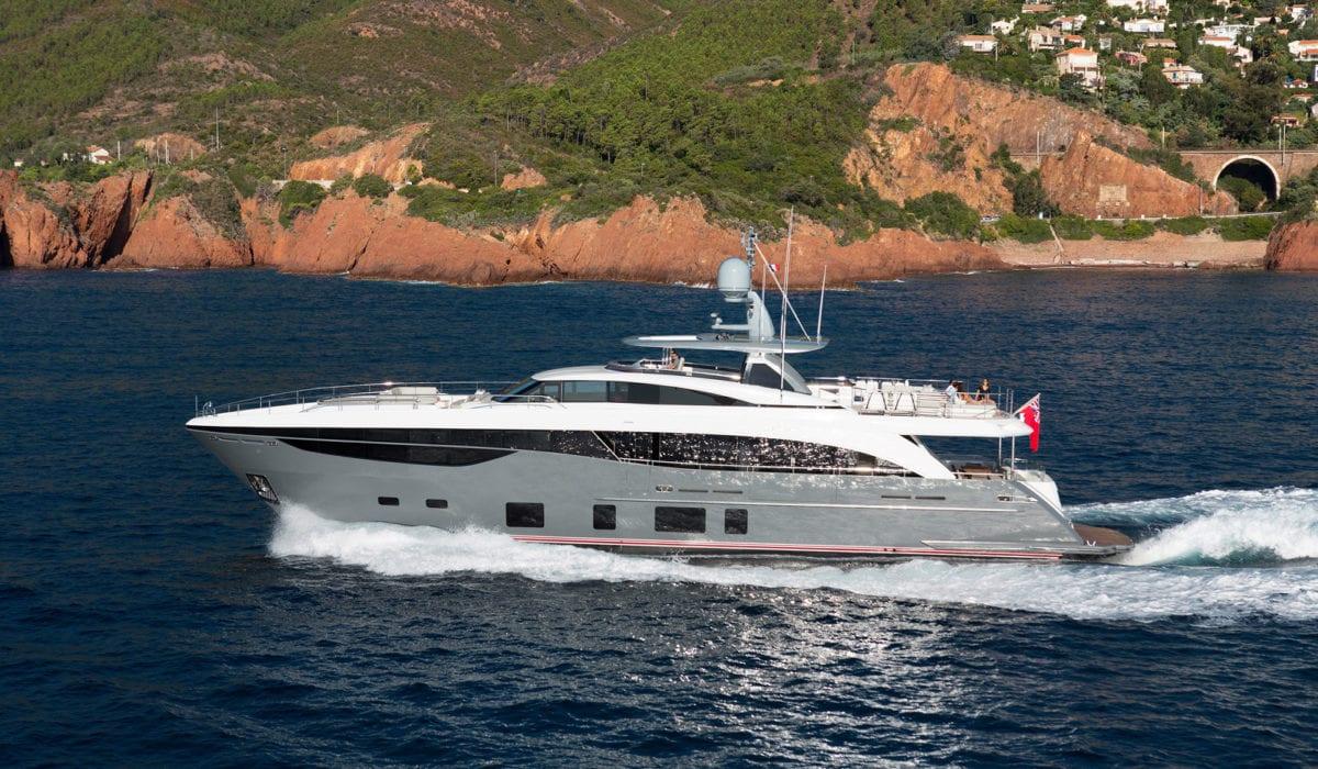 Большая чартерная яхта Princess 30 M на Лазурном Берегу