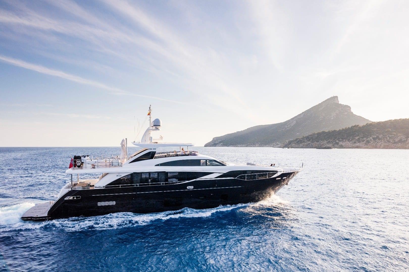 Большая чартерная супер яхта Princess 30M на Лазурном Берегу