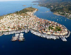 Чартерные элитные яхты на боут шоу на греческом острове