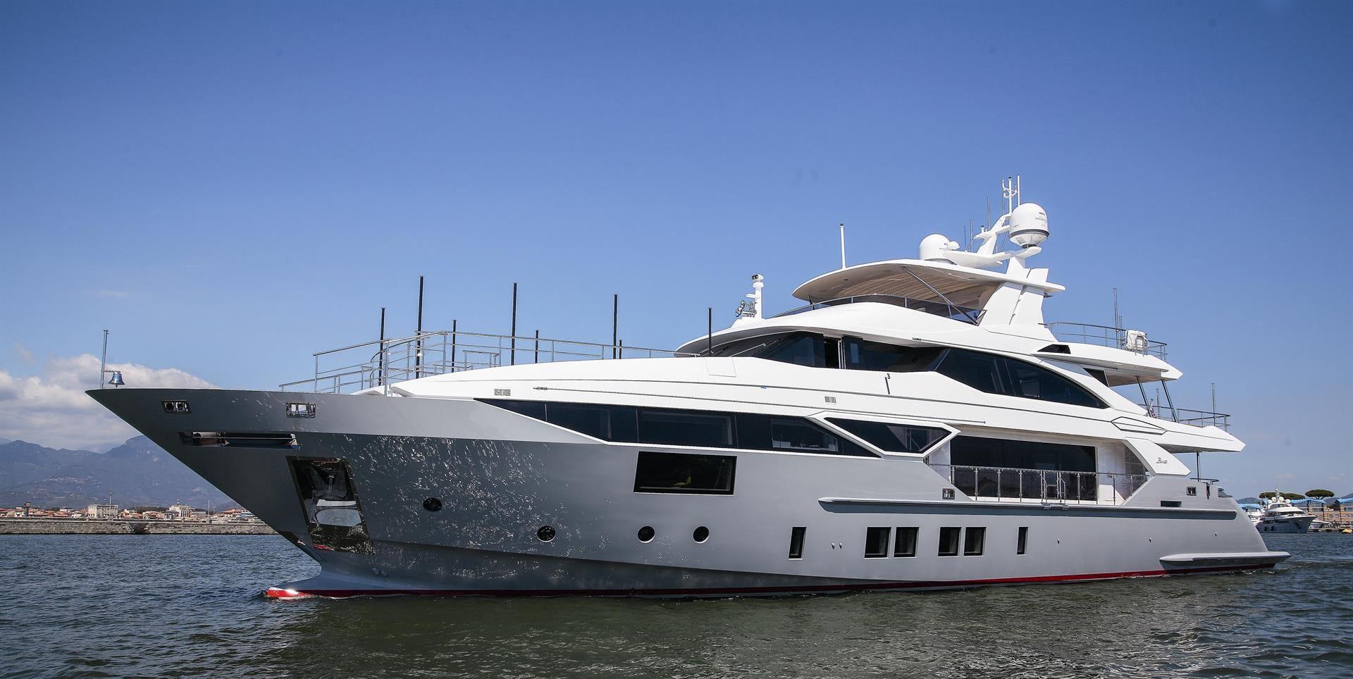 Чартерная супер яхта Бенетти IRON MAN 40 метров