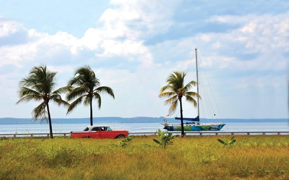 Первая супер яхта причалила к берегу Кубы