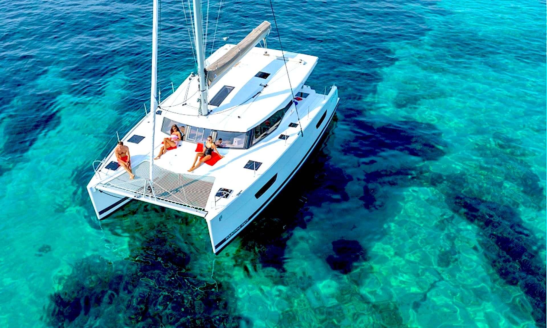 Роскошный чартерный катамаран Tranquility на средиземном море