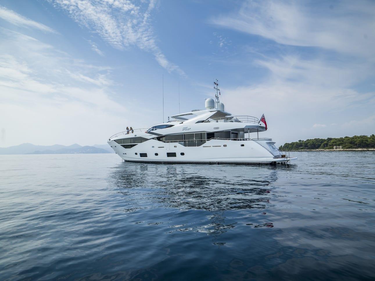 Чартерная супер яхта Сансикер Fleur 35 метров