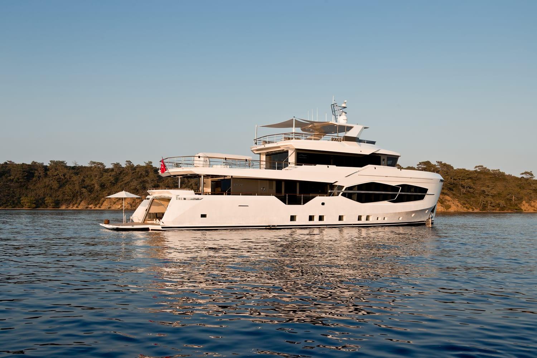 Чартерная супер яхта Numarine 32XP спущена на воду