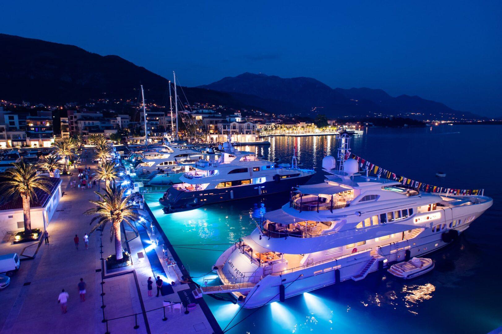 Место для стоянки элитных чартерных яхт в Черногории (Монтенегро)