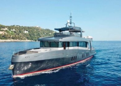 Кастомная элитная яхта в Италии 24 метра