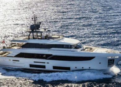 Чартерная яхта Ferretti 30 метров в Италии