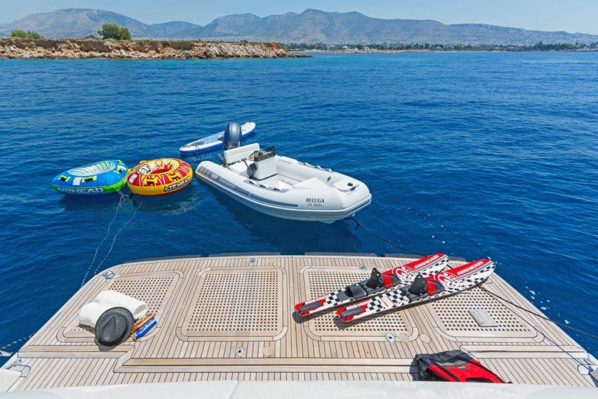 Тендер и игрушки чартерной яхты