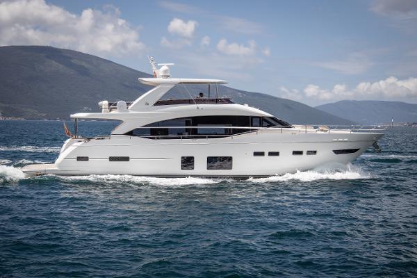Чартерная яхта Принцесс 24 метра