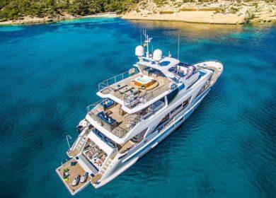 Чартерная супер яхта Бенетти Lulu 33 метра