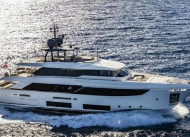 Чартерная яхта Феретти 33 метра