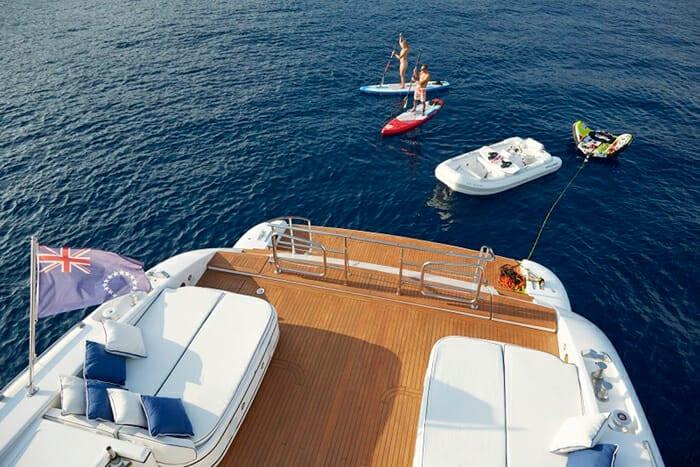 Тендеры и игрушки на борту чартерной яхты