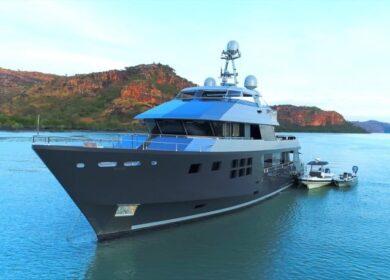 моторная яхта 35 метров Akiko Alloy yachts