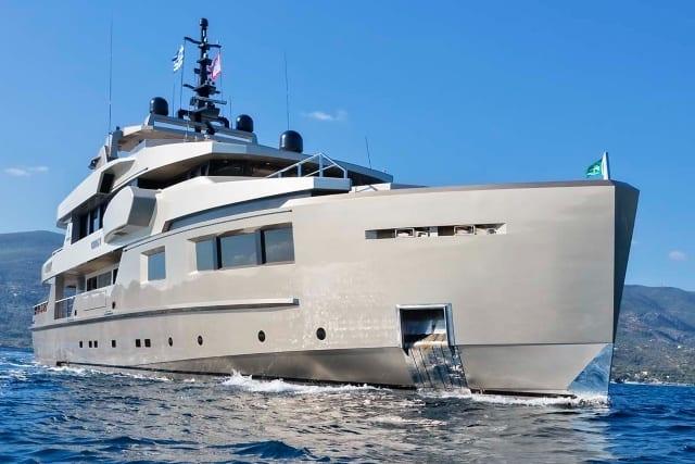 Роскошная моторная мега яхта для аренды 40 метров ADMIRAL YACHTS
