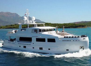 роскошная моторная яхта 30 метров на Средиземке Serenitas