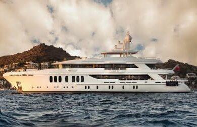 Чартерная мега яхта LIQUID SKY