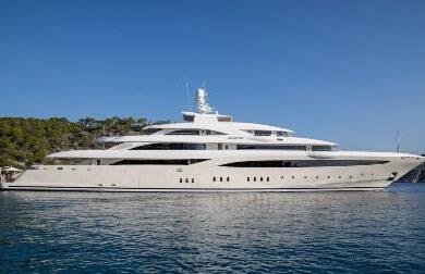 Чартерная мега яхта OPTASIA - 84 метра