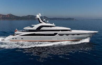 Чартерная мега яхта SOARING - 68 метров