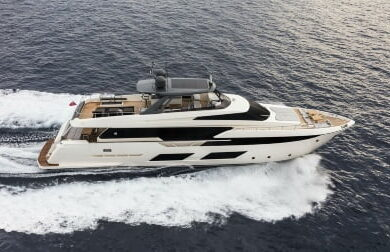 Чартерная моторная яхта от Феретти - Piola