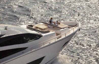 Чартерная моторная яхта Blue Infinity - Sunseeker