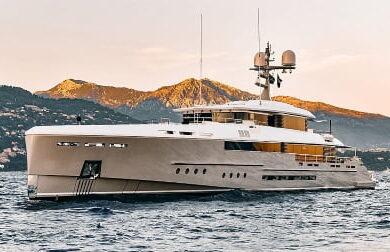 Чартерная супер яхта ENDEAVOUR 2